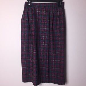 Pendleton 100% wool plaid skirt. Size 6 pockets